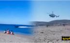"""شاهدوا.. مطاردة هوليوودية بين مهربين لـ""""الحشيش"""" ومروحية للشرطة بشاطئ جنوب إسبانيا"""