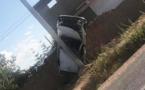 بالصور.. سيارة خفيفة تصطدم بعمود إنارة على مستوى الطريق الرابط بين ابن الطيب والدريوش