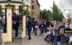 عشرات المغاربة العالقين بألمانيا يحتجون أمام القنصلية المغربية بدوسلدورف