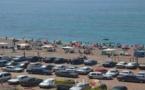 المئات من المصطافين يتوافدون على شواطئ تمسمان بسبب موجة الحرارة المرتفعة