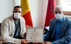 القنصل العام للمملكة المغربية ببروكسيل يكرم أحد جنود الخفاء بدار العجزة ببلدية مولنبيك