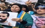 معتقل حراك الريف نبيل أحمجيق يعانق والدته قبل إجراء عملية جراحية