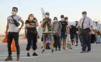 احتجاج أفراد الجالية المغربية على اخضاعهم للحجر الفندقي رغم تلقيهم اللقاح