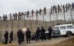 تسلل مهاجرين نحو مليلية المحتلة يخلف إصابة عناصر الشرطة الإسبانية بجروح