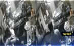 شاهدوا... عصابة مدججة بالسيوف تهجم على مقهى وتحتجز مواطنين تحت التهديد