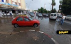 شاهدوا.. تساقطات مطرية قوية تغرق عدد من شوارع مدينة الناظور والمناطق المجاورة