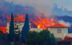 """الحمم البركانية بجزيرة """"لا بالما"""" الإسبانية تواصل الزحف على عدد من المنازل"""