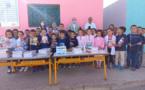 بالصور.. المبادرة المغربية للعلوم والفكر توزع أدوات مدرسية بمدرسة بأولاد ستوت