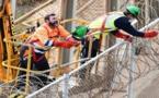 """سلطات مليلية المحتلة تشرع في تركيب """"أمشاط معدنية مقلوبة"""" على طول محيط السياج الحدودي"""