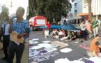 """اعتصام مفتوح للتجار أمام """"سوبير مارشي"""" و""""عبد الله نْتلِيمَانْتْ"""" يبدي تضامنه ودعمه للمتضررين"""