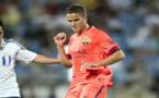مدرب برشلونة لا يستبعد بقاء أفيلاي مع الفريق