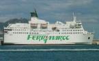 """العائدون إلى أوربا من الجالية بميناء بني أنصار يشتكونَ ممطالة """"فيري ماروك"""" في تسليمهم التّذاكر"""