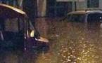 شاهدوا.. الفيضاناتُ الأخيرة تُغرقُ سيّارتين عن آخرِهما بحيّ أريكولاريس بالنّاظور