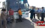 سائق حافلة يترك عجوز في الخلاء بزايو والركاب يحتجون