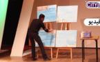 جزيرة النُّكور بريشة فنان مبدع مباشرة على خشبة المسرح