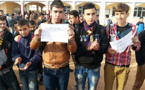 تلاميذ الثانوية التأهيلية بودينار يتضامنون مع زميلهم المطرود بوقفة احتجاجية حاشدة