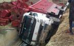شاحنة لنقل البضائع تزيغ عن طريقها على مشارف جماعة اولاد امغار بتمسمان