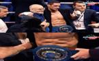 """الملاكم الناظوري """"الموساوي"""" يحتفظ بلقبه الأوروبي بعد سحق خصمه بطل العالم السابق"""