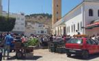 المصلّون يشتكون مِن فوضى الباعةِ المتجوّلين أمامَ عتباتِ المساجد بالنّاظور