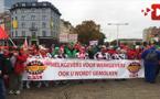 الشرطة تقمع مظاهرة عمالية ضخمة ببروكسل شارك فيها ريفيون إحتجاجا على سياسة التقشف
