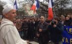 رسالة قوية.. إمام من الناظور يقود وقفة تضامنية مع ضحايا الإرهاب بباريس قرب مسجد ليل