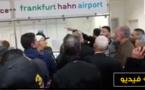 بالفيديو.. إحتجاجات واسعة بمطار فرانكفورت بعد إلغاء رحلة الى مطار الناظور- العروي