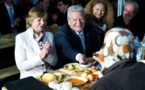 """الرئيس الألماني """"يواخيم جاوك"""" يفطر مع عدد من المسلمين خلال شهر رمضان"""