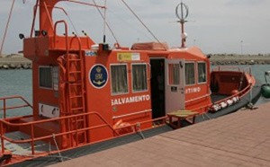 فرق الإنقاذ البحري بمليلية تنقذ 35 مهاجرا من جنوب الصحراء كانوا على متن قارب صغير