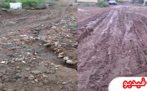 السيول الجارفة تتسبب في إنقطاع طريق رئيسية في وجه السيارات بمنطقة  أولاد سالم نواحي بني نصار