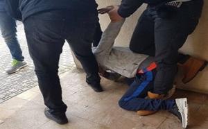 اعتقال شاب مغربي إثر خطفه هاتفا نقالا من يد شابة بعدما حاصره مواطنون بمليلية