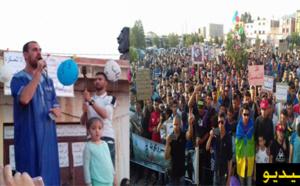 نشطاء الحراك الشعبي بتروكوت يخرجون في مسيرة احتجاجية والزفزافي يرد على عصيد بكلمة نارية
