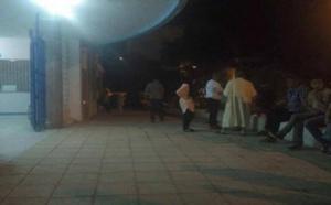 توافد العشرات من المواطنين على مستشفى الحسيمة اثر تعرضهم للاختناق بسبب الغاز المسيل للدموع