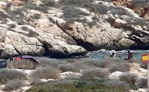 الجيش الإسباني ينفي إقامة بنايات فوق الصخور المحتلة بسواحل الحسيمة والناظور ويكشف عن قيامه بأعمال