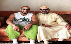 """بعد الصور الرمضانية.. الملك والبطل الريفي """"أبو زعيتر"""" في صورة جديدة بمناسبة العيد"""