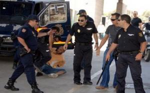 مثير.. مواطن مغربي يصوِّب سكينا نحو شرطي إسباني ويحاول طعنه بمعبر فرخانة