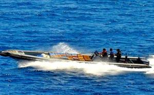 البحرية الملكية تحجز أزيد من 300 كلغ من الشيرا على متن قارب سريع في عرض البحر الأبيض المتوسط