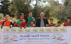جمعية السعد للتنمية بدوار الخندق توزع مجموعة من اللوازم الرياضية على أطفال وشباب المنطقة