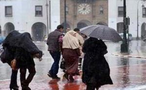 التساقطات المطرية تحل على المغرب والثلوج تعود من جديد إلى قمم الجبال