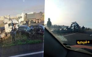 شاهدوا.. أغرب حادثة في الطريق السيار اثر اصطدام حوالي 40 سيارة