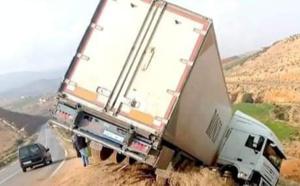 انقلاب شاحنة على الطريق الرابطة بين قرية أركمان والناظور