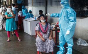 """طبيب هندي يكشف أسباب كارثة """"كورونا"""" التي تعيشها البلاد مؤخرا"""
