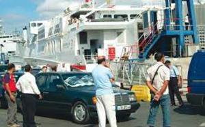 """""""خليه يصدي"""".. أفراد الجالية المغربية بأوروبا يطلقون حملة مقاطعة بسبب غلاء أسعار التذاكر"""