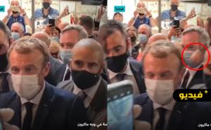 محتج يرشق الرئيس الفرنسي إيمانويل ماكرون بالبيض في ليون